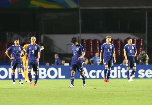 日本対チリ 後半9分、2失点目を喫した日本(撮影・河野匠)
