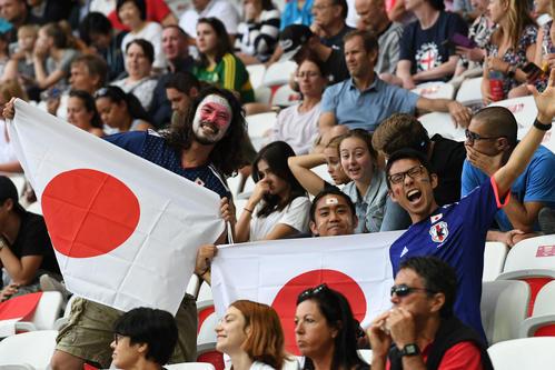 日本対イングランド 開始前から盛り上がる日本のサポーター(撮影・山崎安昭)