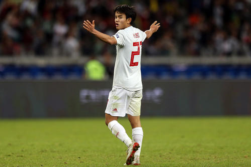 日本対エクアドル 後半終了間際、後半終了間際、決勝ゴールと思われたシュートはオフサイド判定となり、両手を広げ抗議する久保(撮影・PIKO)