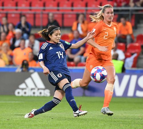 日本対オランダ 前半、ゴールを奪う長谷川(撮影・山崎安昭)