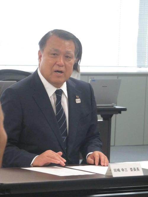 女子W杯2023日本招致委員会の冒頭で挨拶をする田嶋委員長
