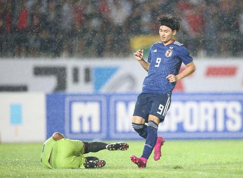日本対ミャンマー 前半、南野はボールに届かず(撮影・河野匠)