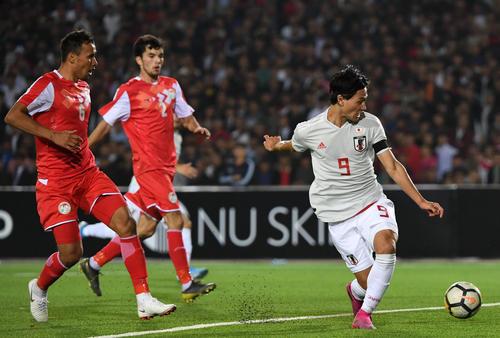 日本対タジキスタン 後半、2点目を決めた南野(撮影・横山健太)