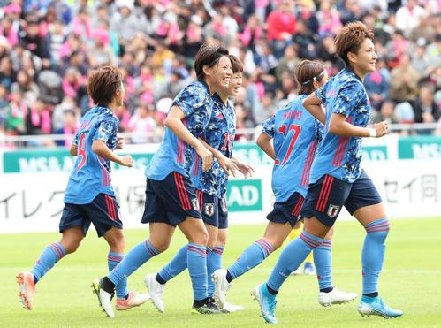 日本対南アフリカ 前半、先制ゴールを決めたDF熊谷(中央)(撮影・梅根麻紀)