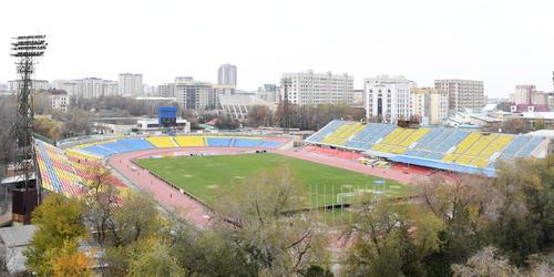 近くのマンションの屋上から見たドレン・オムルザコフ・スタジアム(2019年11月10日)