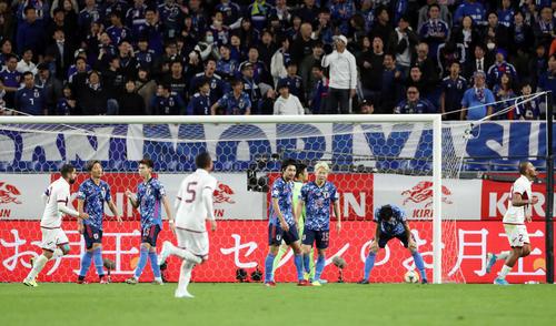 日本対ベネズエラ 前半、4点目を奪われぼう然とする日本の選手(撮影・前田充)