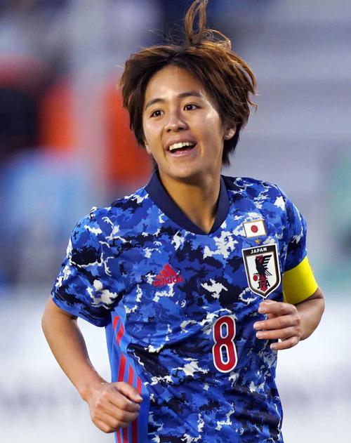 日本対中国 後半、岩渕はハットトリックを達成し、笑顔を見せる(撮影・加藤諒)