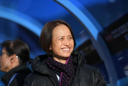 東アジアE-1選手権 中国対日本 笑顔で中国戦に臨むなでしこジャパンの高倉監督(撮影・加藤諒)