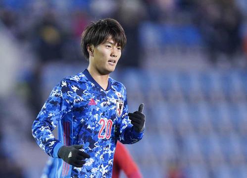 東アジアE-1選手権 日本対香港 後半、チーム5点目となるヘディングシュートを決めてハットトリックを達成し、笑顔を見せる小川(撮影・加藤諒)