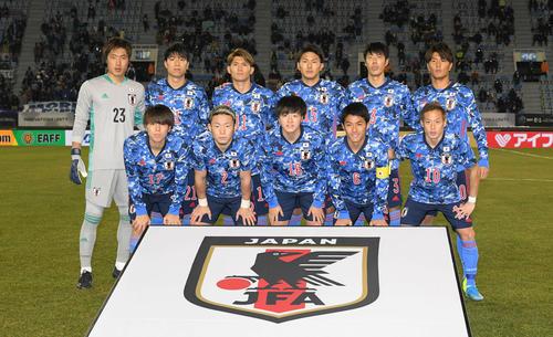 東アジアE-1選手権 日本対香港 試合開始前、集合写真を撮影する日本代表の選手たち(撮影・加藤諒)