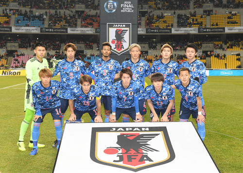 東アジアE-1選手権 韓国対日本 試合開始前、集合写真を撮影する日本代表の選手たち(撮影・加藤諒)