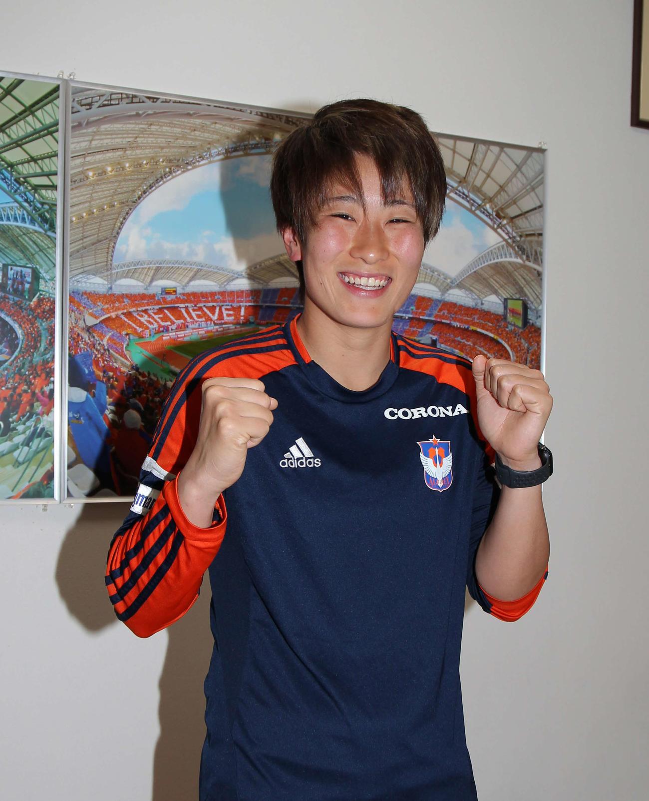 東京五輪の代表入りへ、握りこぶしで気合を入れる新潟のGK平尾