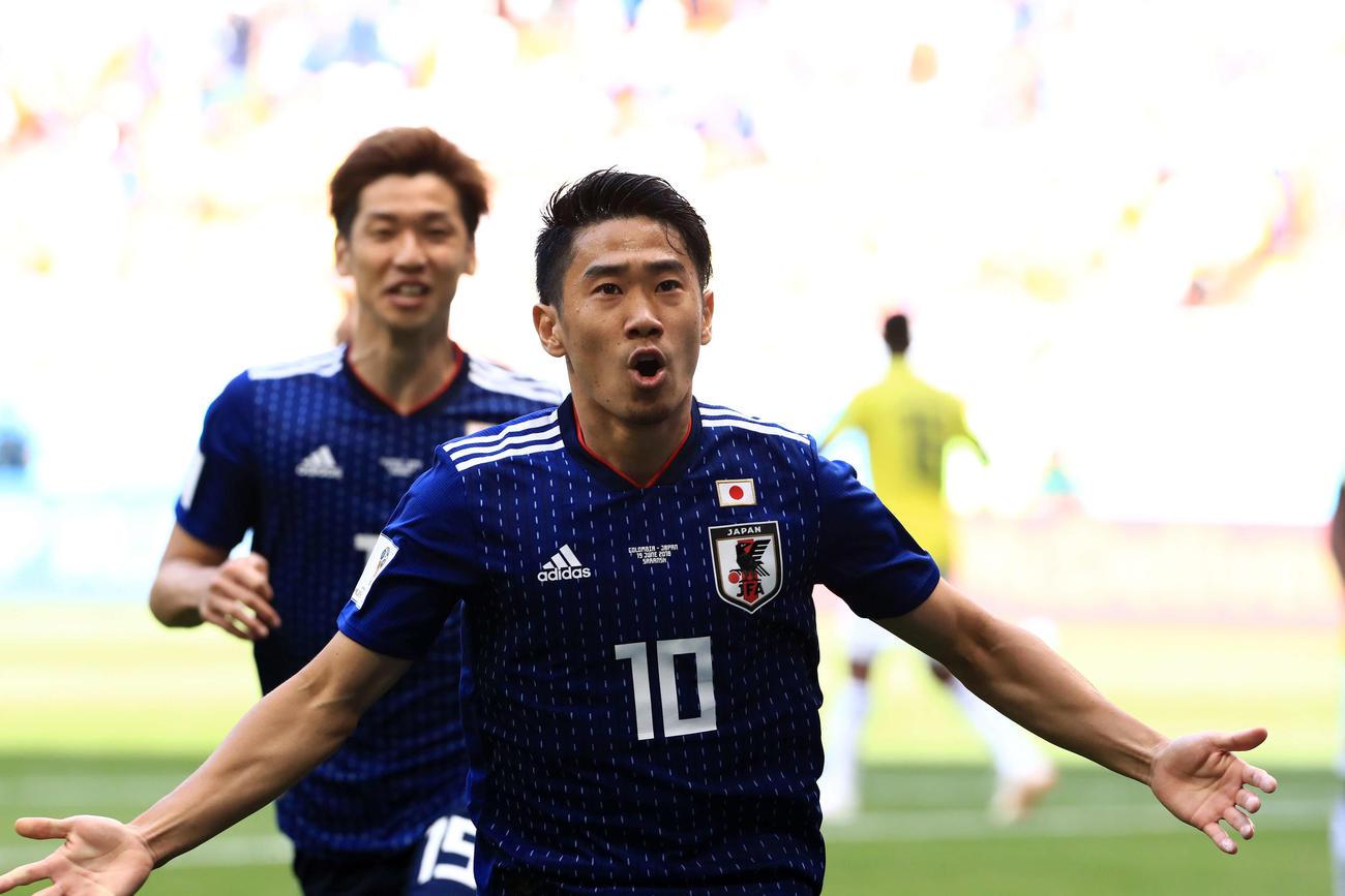 先制ゴールを決め、喜びながら走る日本MF香川真司(2018年6月19日撮影)