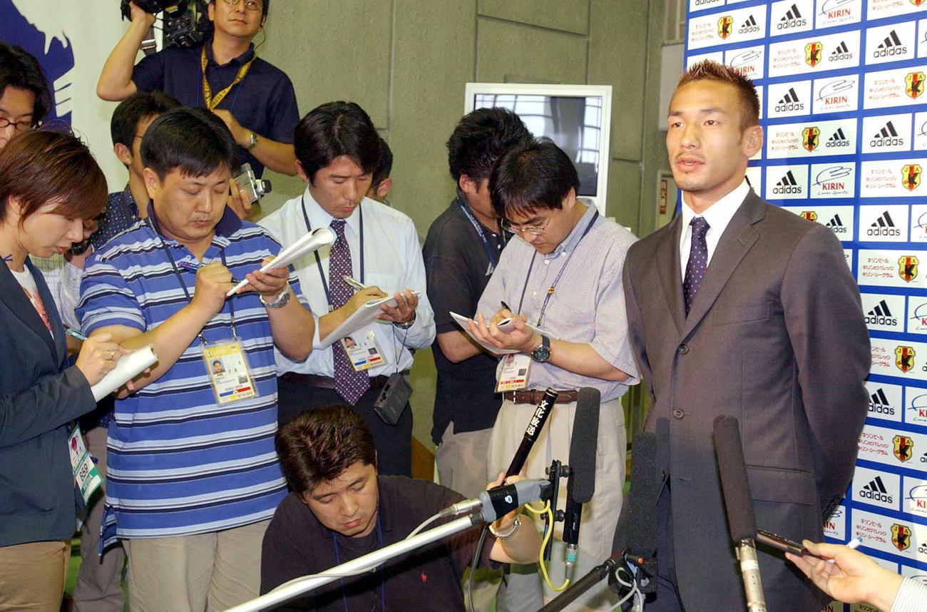 02年6月19日、トルコ戦敗戦から一夜明け、会見で今回のW杯などについて語るMF中田英寿