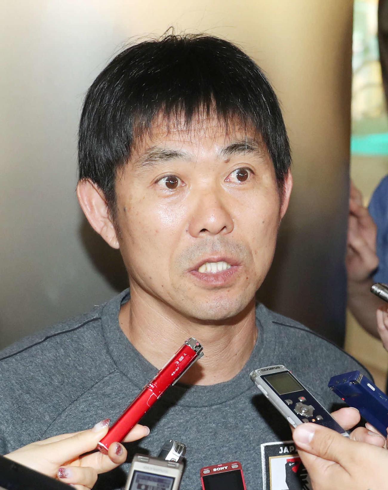 東京五輪アジア最終予選で囲み取材に応じる森保一監督(20年1月16日撮影)