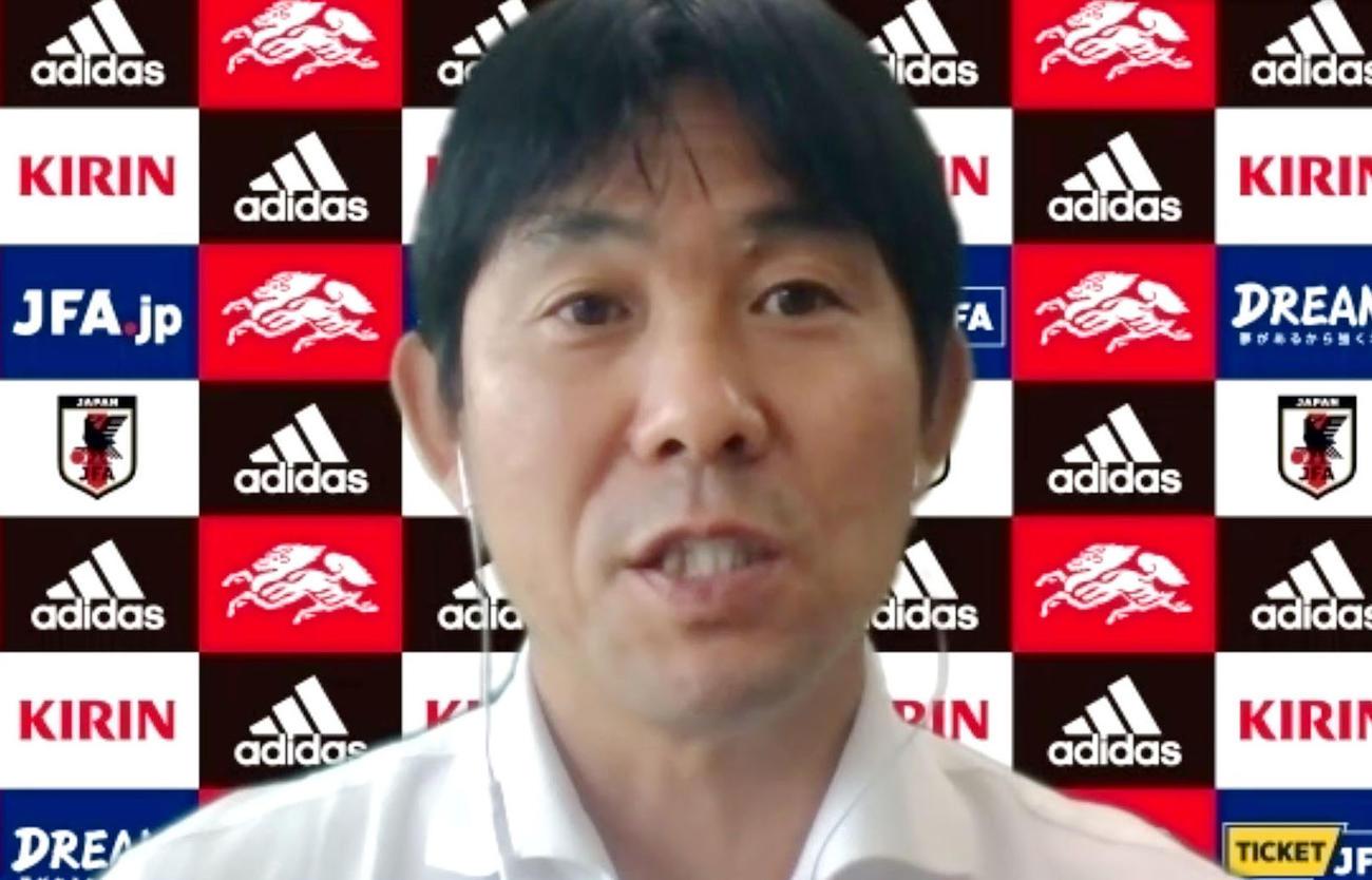 オンラインで取材に応じるサッカー日本代表の森保監督(共同)