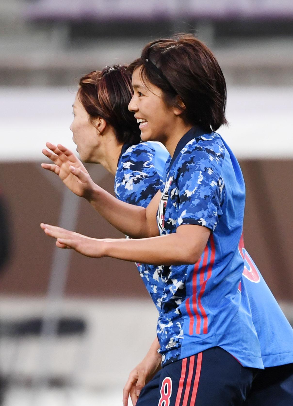 日本対パラグアイ 後半、ゴールを決め笑顔を見せる岩渕(撮影・横山健太)