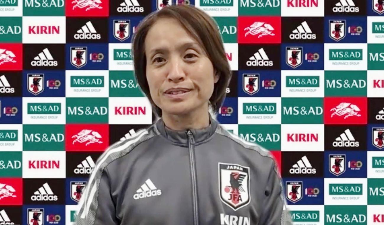 オンライン取材に応じるサッカー女子日本代表の高倉監督(共同)
