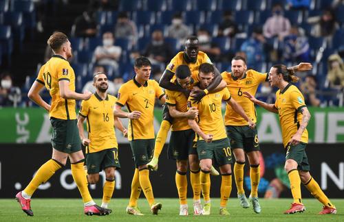 日本対オーストラリア 後半、ゴールを決め歓喜するオーストラリアの選手たち(撮影・横山健太)