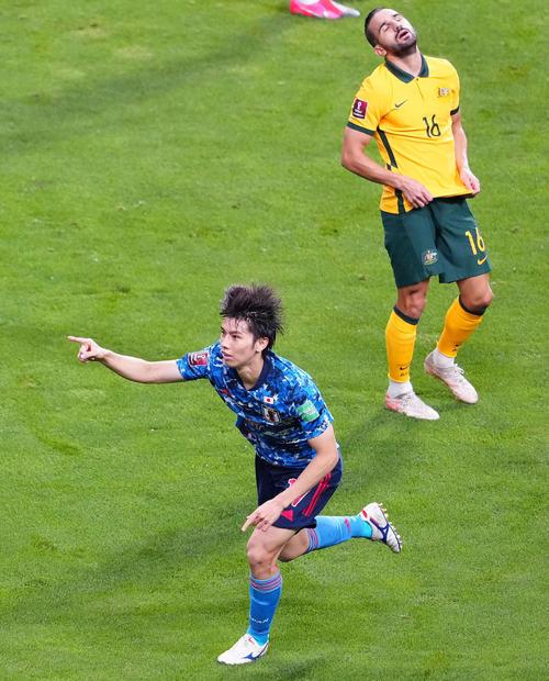 日本対オーストラリア 前半、先制ゴールを決め歓喜する田中(下)(撮影・江口和貴)