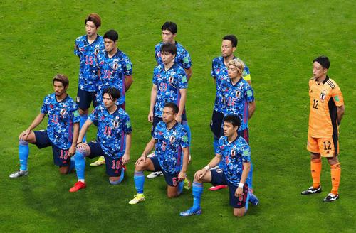 日本対オーストラリア 試合前、集合写真に納まる日本代表イレブン(撮影・江口和貴)