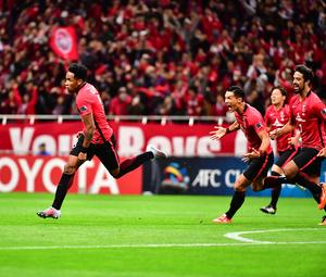 ラファエル・シルバ(左)の先制ゴールに沸く浦和イレブン(撮影・小沢裕)