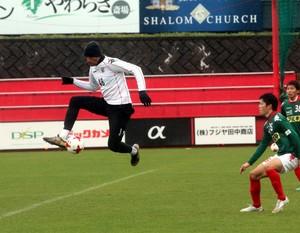 北海道教育大岩見沢との練習試合に途中出場したFWジェイ(撮影・永野高輔)