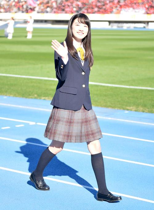 第94回全国高校サッカー選手権開会式 応援マネジャーを務める永野芽郁=2015年12月30日