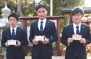 今季のキャプテンに就任した3選手。左からMF菅井、GK大西、DF徳武