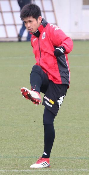 シュート練習を行う札幌DF進藤(撮影・保坂果那)