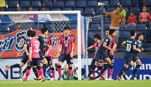 ブリラム対C大阪 前半、先制ゴールを許し、肩を落とすC大阪イレブン(共同)