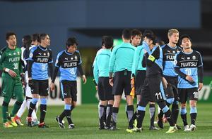 18年3月7日、川崎F対メルボルン・V 引き分けに終わり肩を落とす川崎Fイレブン