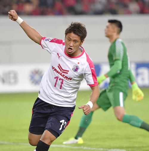 前半、同点ゴールを決め喜ぶC大阪・福満(共同)