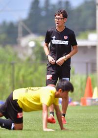 大声で選手を鼓舞する仙台渡辺監督