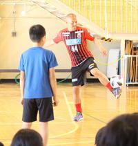 札幌小野&宮吉が小学校訪問 地元児童と交流図る - J1 : 日刊スポーツ