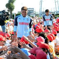 磐田大久保ら小学校訪問「○×クイズ」などで交流 - J1 : 日刊スポーツ