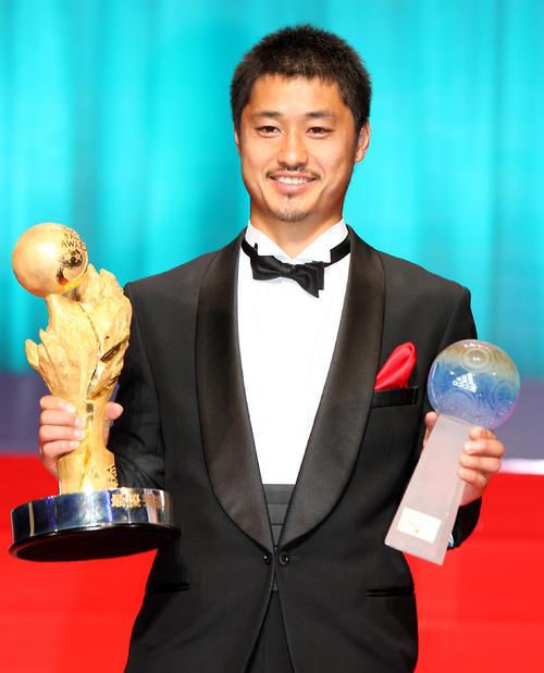 最優秀選手賞を受賞した鹿島MF小笠原満男(09年12月7日撮影)