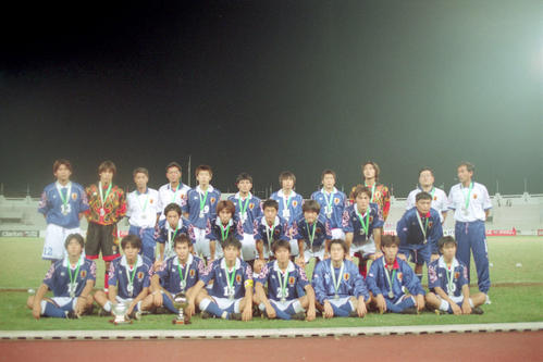 U-19アジアユース選手権の集合写真、小笠原満男は中列左から3人目