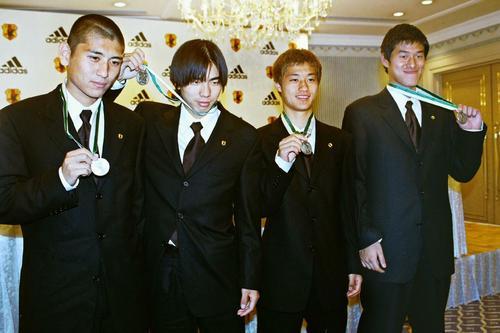 U−20日本代表準優勝報告会見 左から中田浩二、本山雅志、小笠原満男、曽ケ端準