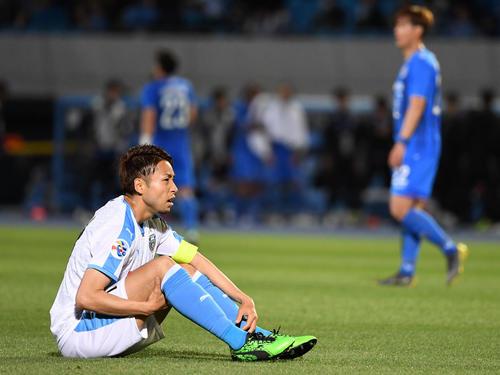川崎F対蔚山 試合を終え、座り込む川崎F・FW小林(撮影・横山健太)