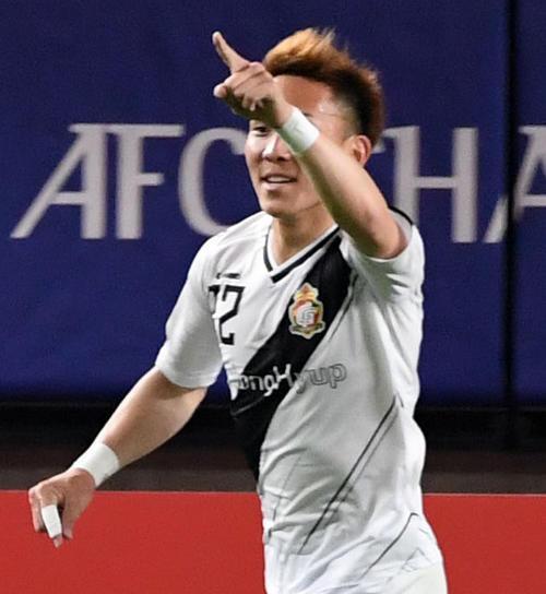 後半、ゴールを決め笑顔を見せる慶南MF邦本(撮影・横山健太)