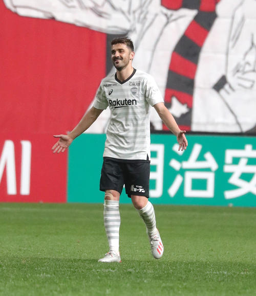 札幌対神戸 後半17分、ゴールを決め笑顔を見せる神戸FWビジャ(撮影・佐藤翔太)