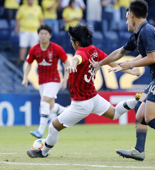 前半、先制ゴールを決める浦和興梠(共同)
