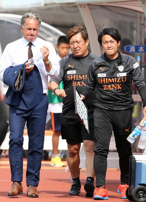 清水ヤン・ヨンソン前監督(左)と篠田善之新監督(右)(2019年5月12日撮影)