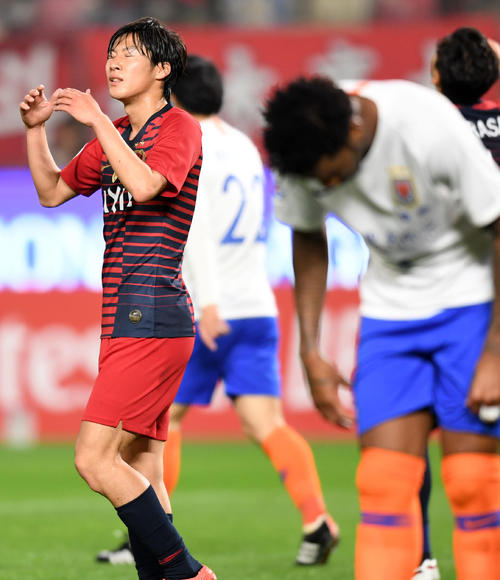 鹿島対山東魯能 前半、ゴールを決めるがオフサイドの判定となり肩を落とす鹿島MF土居(撮影・横山健太)