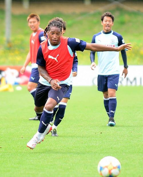 前日練習で軽快な動きを見せる磐田FWロドリゲス