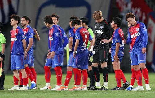 完封負けを喫した東京イレブンは肩を落とす(撮影・松本俊)