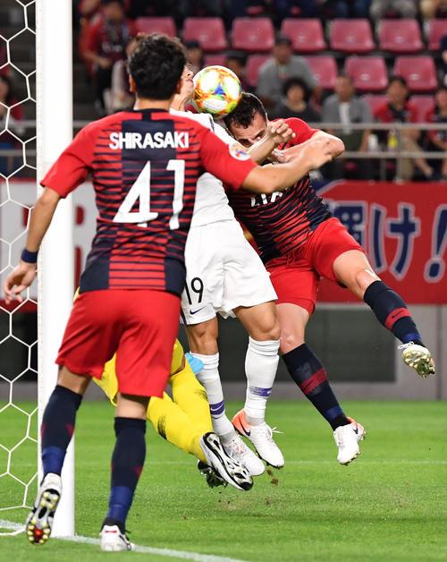 鹿島対広島 前半、ゴールを決める鹿島MFセルジーニョ(右)(撮影・横山健太)