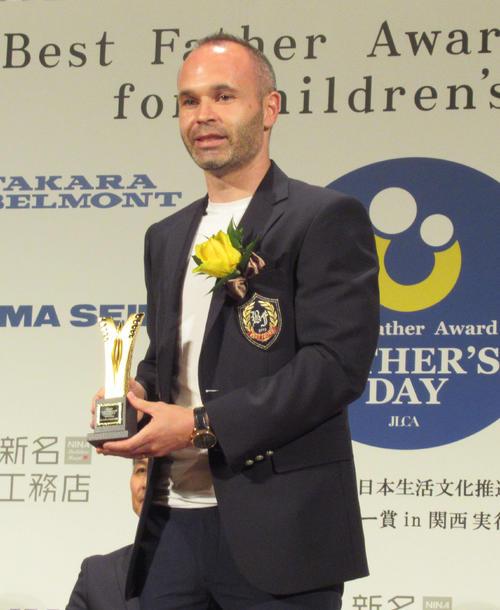 ベストファーザー賞を受賞した神戸MFイニエスタ(2019年6月13日撮影)