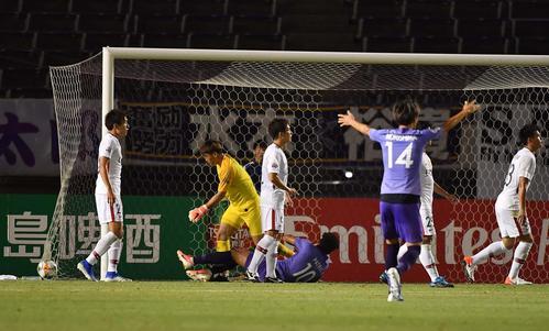 広島対鹿島 後半、広島FWパトリックはゴールネットを揺らすもゴールは認められず(撮影・上田博志)